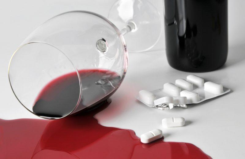 Необходимо отказаться от алкоголя на период приема антидепрессантов