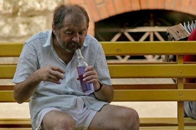 Алкогольная интоксикация развивается у лиц, регулярно употребляющих алкоголь