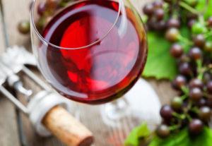 """Сколько калорий """"плавает"""" в красном вине"""