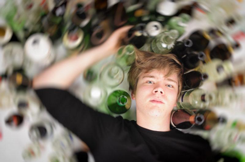 При приеме Анальгина и алкоголя наблюдается развитие сильнейшей алкогольной интоксикации
