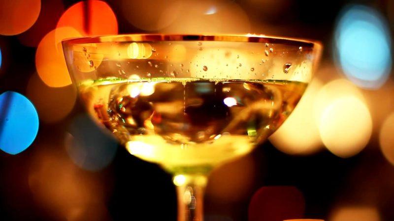 Менее калорийно сухое шампанское