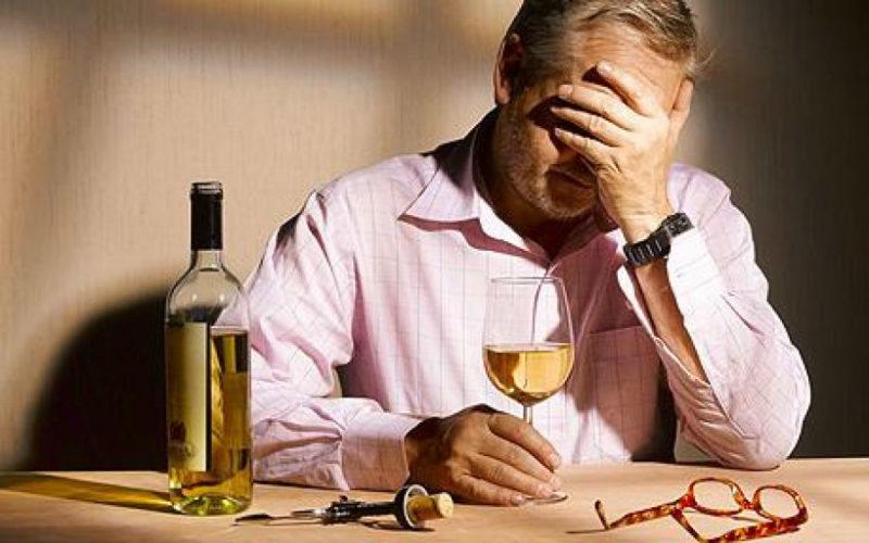 Неумеренное употребление алкоголя повышает риск возникновения болезни
