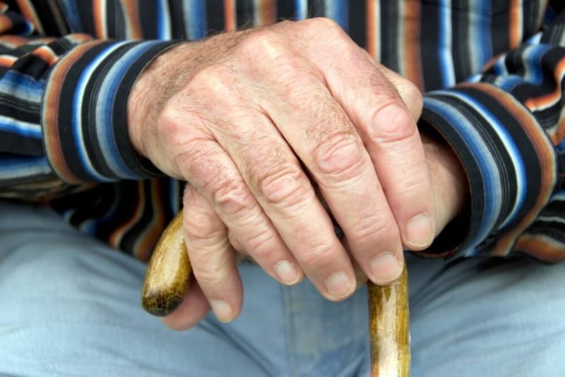Почему трясутся руки и трясет все тело: причины и что делать