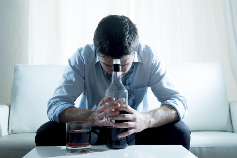 Какой человек считается алкоголиком