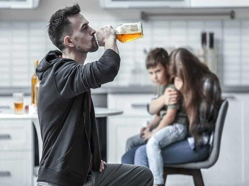 Жизнь с алкоголиком в ущерб себе и детям