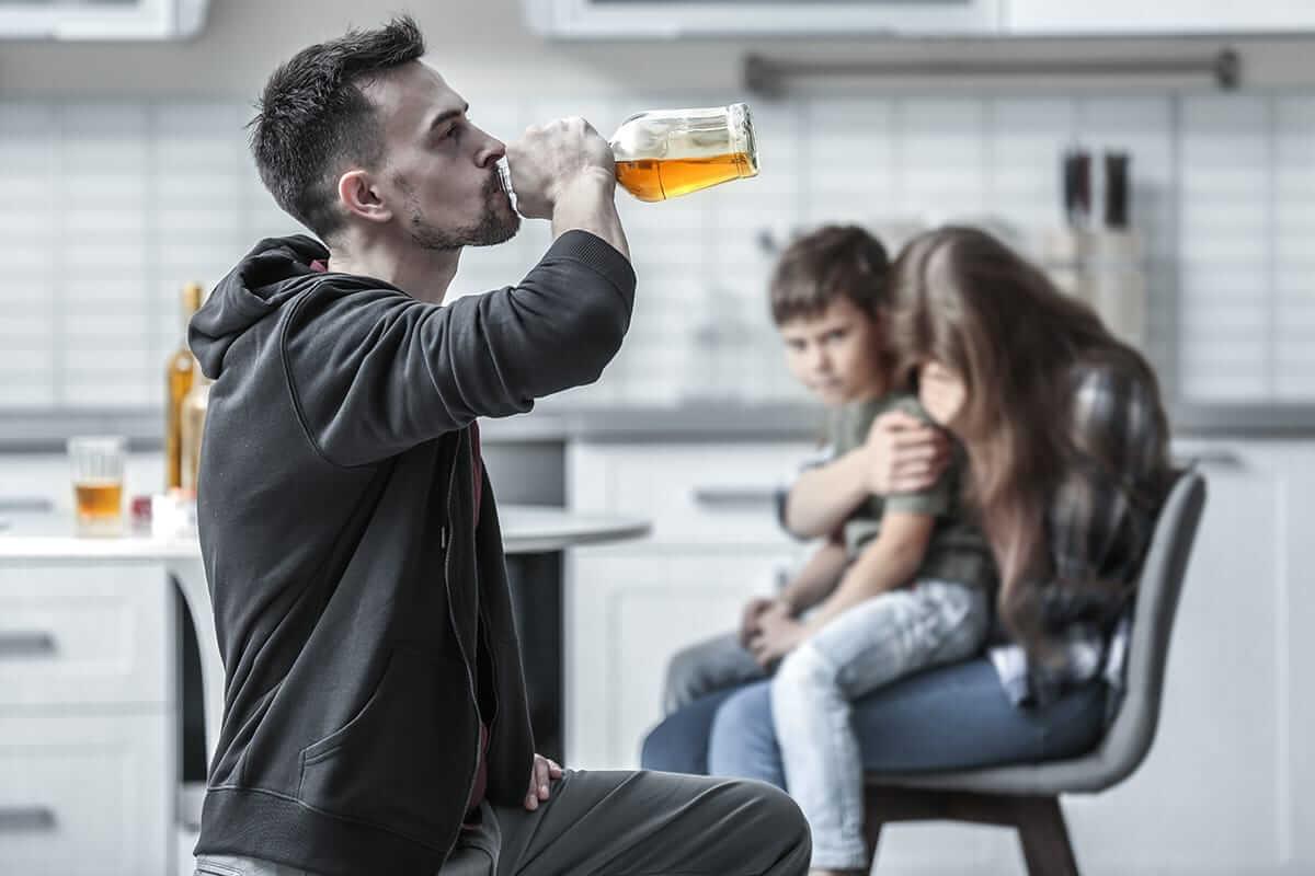 Как помочь алкоголику бросить пить: если он этого не хочет и не может