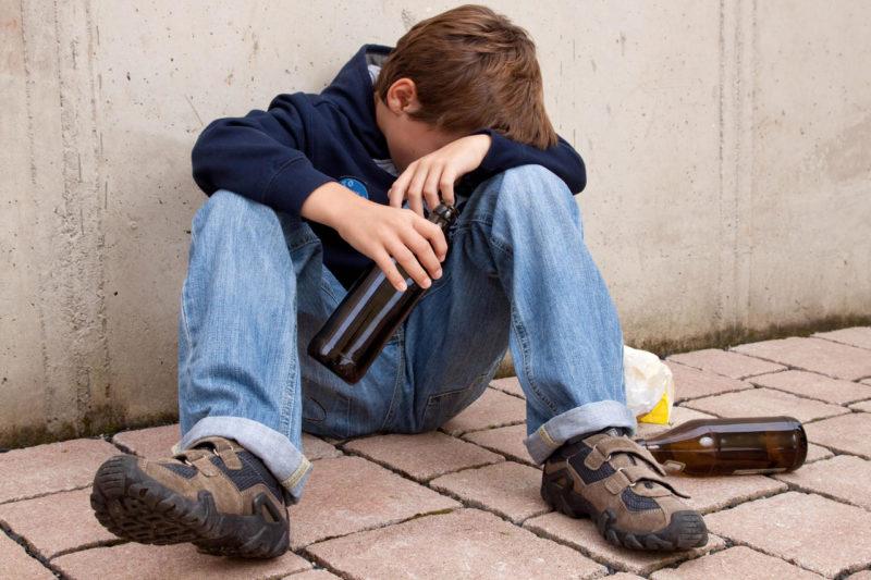 Чем опасен алкоголь для детей
