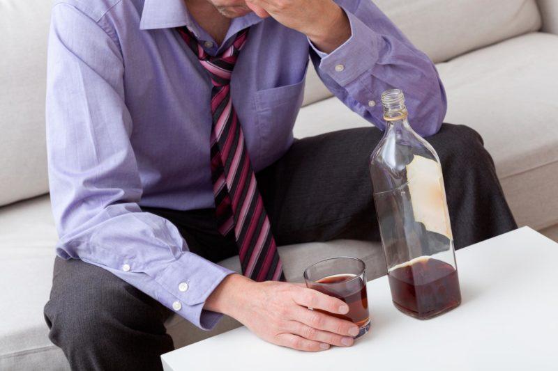 Винный алкоголизм надо ли беспокоиться признаки и симптомы опасность для мужчин и женщин