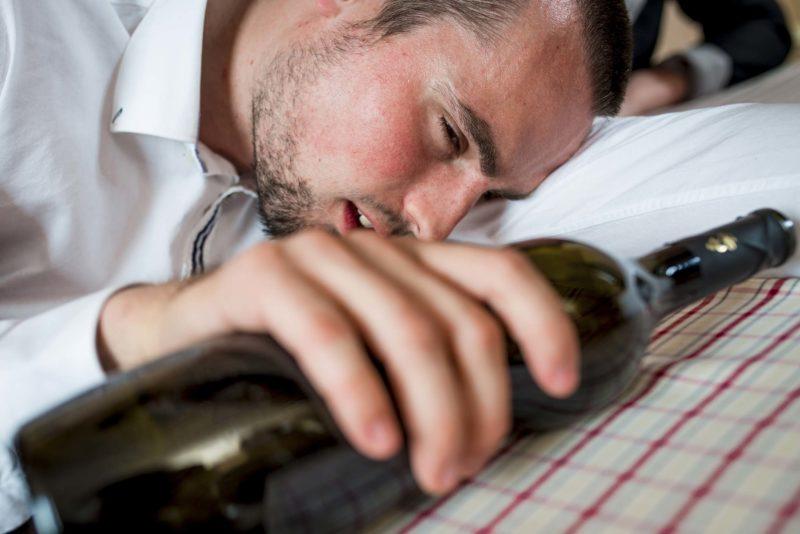 Как быстро отрезвить пьяного человека в домашних условиях, привести в чувства после алкоголя, что сделать