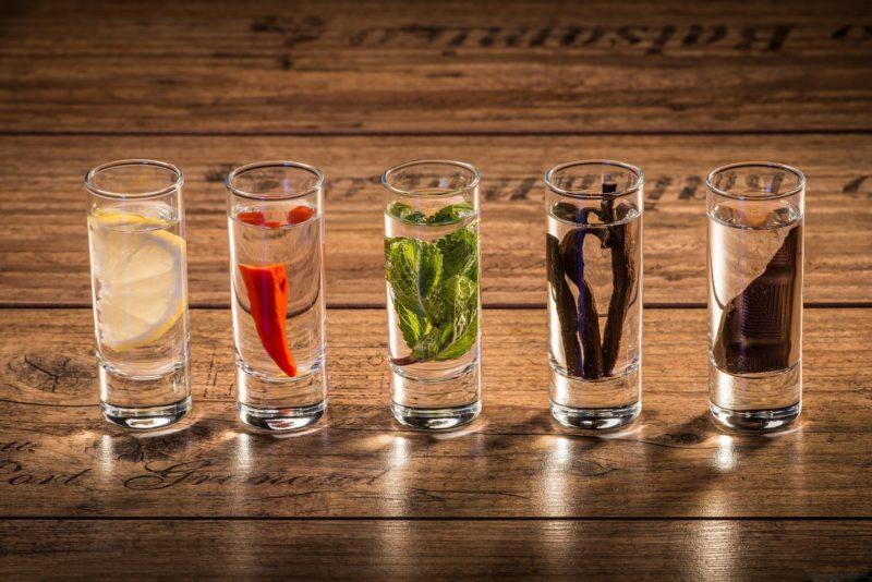 Крепкие спиртные напитки: как что пить?