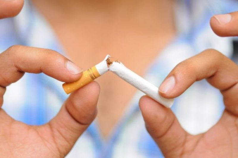 Почему нельзя курить после удаления зуба